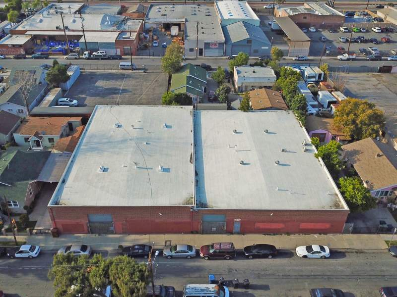 WAREHOUSE: $4,190,000  Owner User또는 Investment  땅약 27,500sf 건물 약 16,000sf  1959년생  천장 높이 :약 18ft